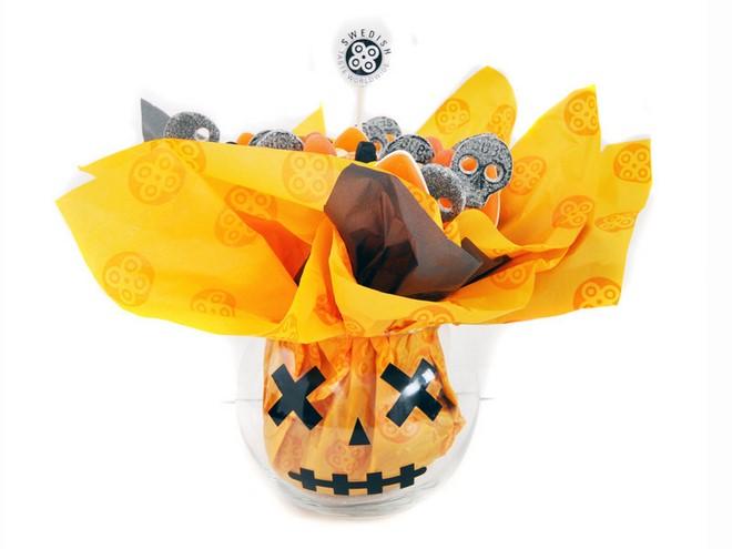 Halloween cake pops holder fish bowl orange paper