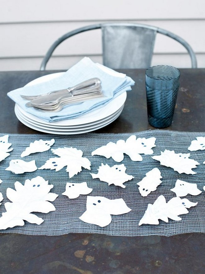 cheap last minute halloween decorations white painted leaves like ghosts table runner