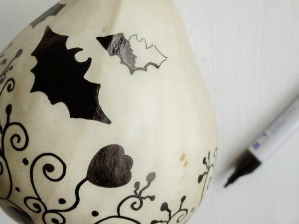 draw bats of different sizes pumpkin easy last minute halloween decor