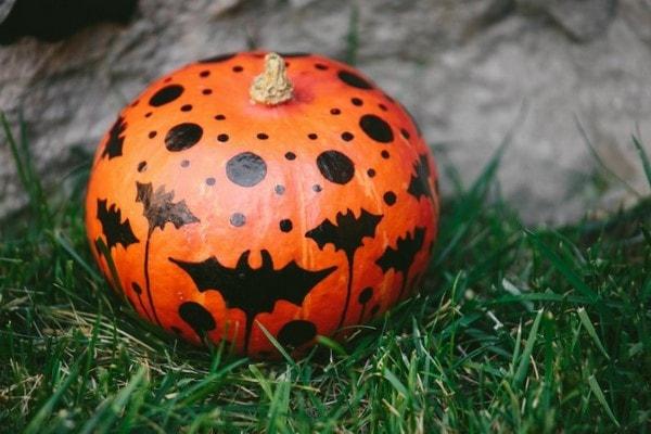horrible patterns onto pumpkin surface last minute halloween decorations
