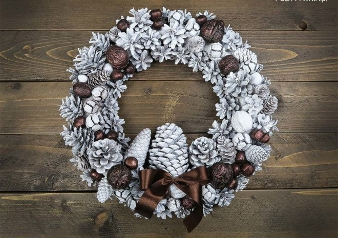 freeze effect styrofoam christmas wreath decoration brown ribbon
