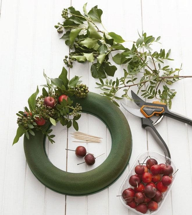 styrofoam wreaths materials natural ivy branches and red apples